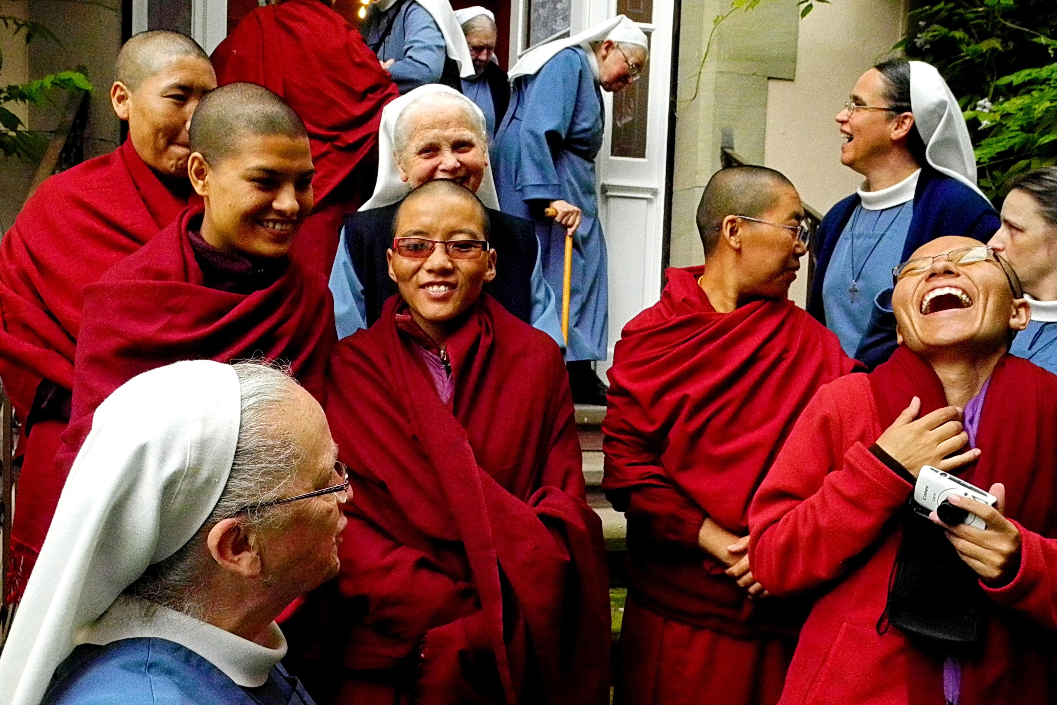 Rencontre des nonnes bouddhistes de Katmandou et des sœurs diaconesses protestantes de Strasbourg